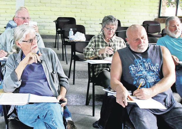 Jubilados_estadounidenses_aprendiendo_español_en_Otavalo_-_Imbabura