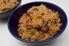 Ensalada de arroz y frijoles