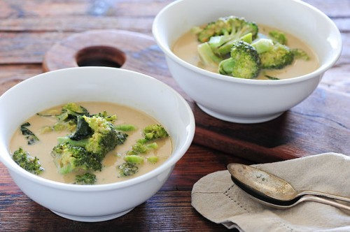 sopa de curry y brocoli